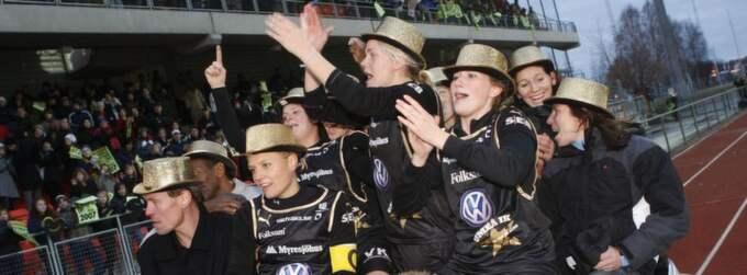TILL TYRESÖ? Under sina fem år i Umeå vann Andrée Jeglertz - längst till vänster - fyra SM-guld och ett silver med spelare som Marta, Hanna Ljungberg och Karolina Westberg i laget. Nu kan Jeglertz vara på väg tillbaka till damallsvenskan. Foto: Scanpix