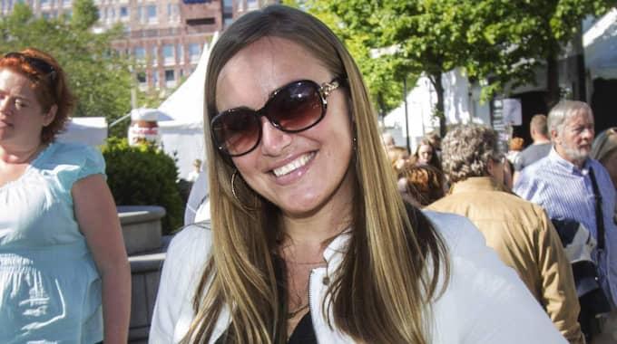 Ser du fram emot skatteåterbäringen och vad ska du göra med pengarna? – Den är välkommen, det är ju semestertider och jag tänkte shoppa samt resa. Nästa fredag åker jag till Ibiza och är där i två veckor så skatteåterbäringen kommer vara lagom till det, säger Sara Englund, 35, arbetsledare, Södermalm, Stockholm. Foto: Michaela Hasanovic