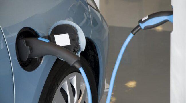 NYA REGLER. Vill man slippa skatta på bilen nästa år får man välja något annat än renodlade bensinbilar.