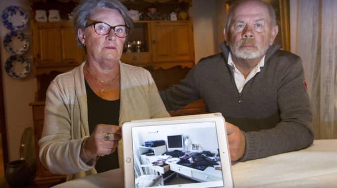 Irene och Sivert Ask är långt ifrån de enda i området som har fått oönskad påhälsning av tjuvar. Irene berättar att det har varit minst fem inbrott på kort tid i Grästorp Foto: Joachim Nywall