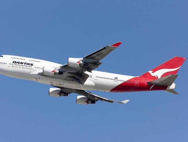 Världens längsta flight tvingades vända efter två timmar i luften.