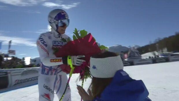 Lindsey Vonn i tårar efter uråkning i Cortina