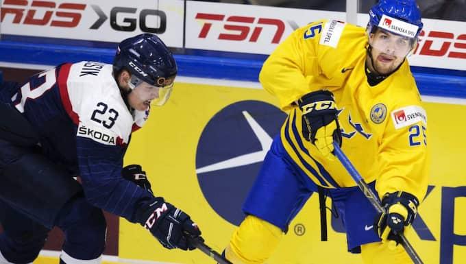 Här i kamp med Sveriges Axel Holmström. Foto: Joel Marklund