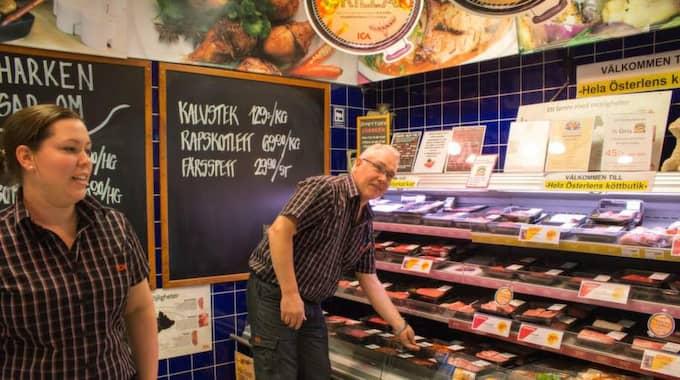 Hanna och Tom-Eskil Hedin har bestämt sig: Inget mer danskt griskött i hyllorna. Han är rädd för vad antibiotikabehandlat kött kan orsaka för hälsofaror i framtiden. Foto: Torun Börtz/Ystads allehanda