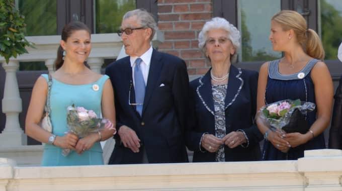 Gunnila Bernadotte med maken, kronprinsessan Victoria och prinsessan Madeleine. Foto: Torsten Laursen / ALL OVER PRESS GETTY IMAGES