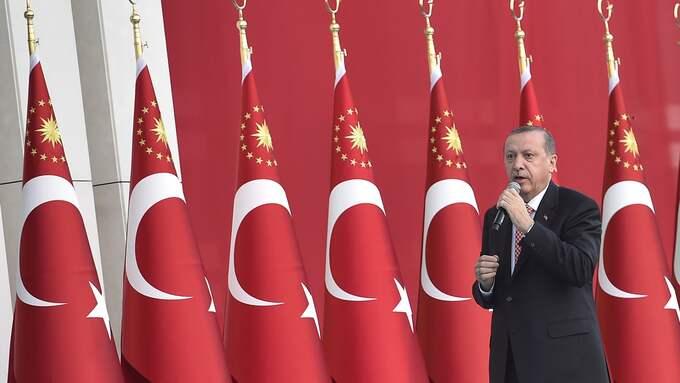 Turkiets president Recep Tayyip Erdogan gick till offensiv mot vad han anser är fiender inom landet efter ett misslyckat kuppförsök förra året. Nu står en svensk inför rätta. Foto: DEPO PHOTOS/ABACA / DEPO PHOTOS/ABACA STELLA PICTURES