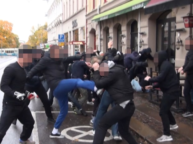 Här går huliganerna till attack – mitt i Göteborg
