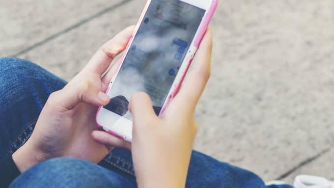 Mannen ska ha uppmuntrat flickan att skicka utmanande bilder och filmer på sig själv – vilket hon också gjorde. Foto: Shutterstock