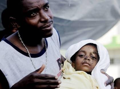 FÅR HJÄLP. Offer som Famini, 4, får stöd från bland annat svenska donationer. Foto: JACQUES HVISTENDAHL
