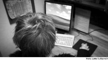 BEGÅR BROTT. Sandra, 21, delar med sig av film och musik på Internet trots att det är olagligt.