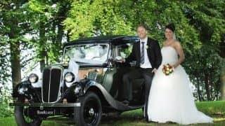 Veteranbilarna blir mer populära att hyra in för bröllop. Här en Morris Veteranbil. Foto: BookAclassic