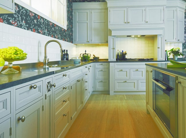 2 Genuint hantverk FLOTT. Kungsäters serie Exklusiv finns kök som har byggts med genuin hantverkskunskap.