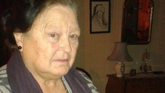 Artrossjuka Gudrun Karlsson, 76, fick sitt handikapptillstånd för 24 år sedan - nu dras det in. Foto: Privat