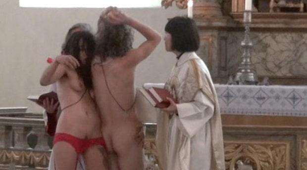 Här grips de under sexakten i kyrkan