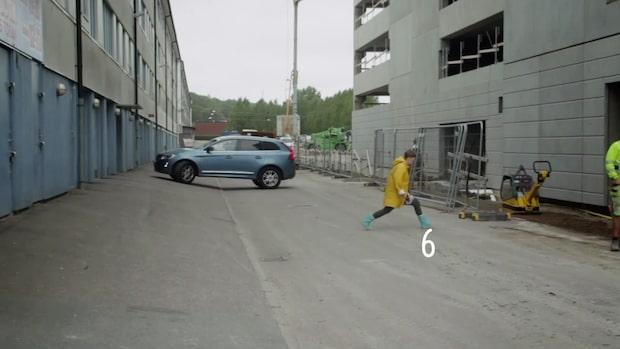 Astrid möttes av vägg av betong utanför hemmet