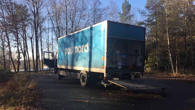 För en månad sedan tvingade två män till sig en Postnord-lastbil i Angered, Göteborg. Våldet och hotet mot Postnordanställda blir allt grövre. Foto: EVELINA NEDLUND
