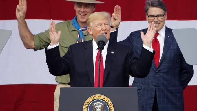 Efter att Donald Trump talat inför ett pojkscoutläger i West Virginia tvingades den amerikanska scoutrörelsen gå ut med en ursäkt för presidentens aggresiva retorik. Foto: STEVE HELBER / AP TT NYHETSBYRÅN