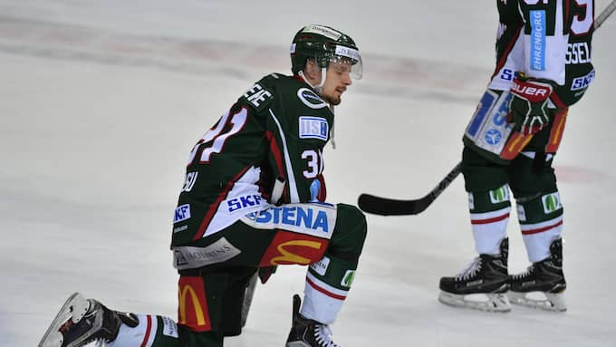 Nicklas Lasu kommer aldrig att glömma tårarna på isen efter förlusten mot Brynäs. Foto: Tommy Holl / IBL