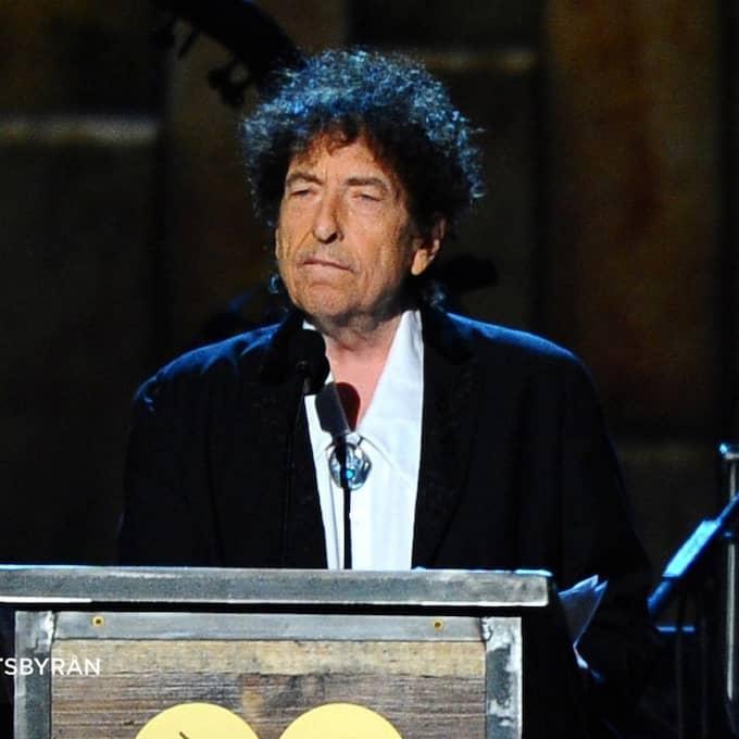 Bob Dylan måste hålla sin nobelföreläsning senast den 10 juni för att tilldelas pengarna för Nobelpriset i litteratur – det framgår i Svenska Akademins stadgar. Foto: Vince Bucci / AP TT NYHETSBYRÅN