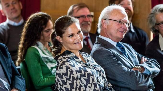 Kronprinsessan Victoria och kung Carl Gustaf på ett WWF-arrangemang i Solna häromdagen. Foto: Pelle T Nilsson