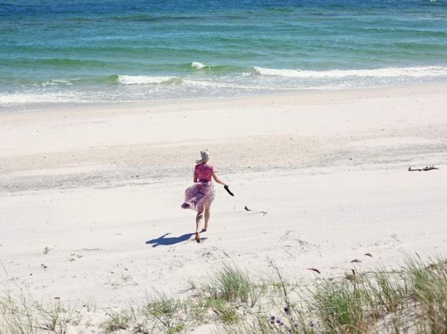 <span>Vandra barfota på Sandhammarens kilometerlånga sandstränder utanför Ystad. </span>