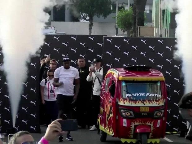 Usain Bolt i ovanlig löpduell – möter en taxi
