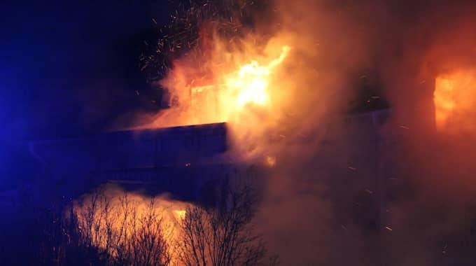En villa i Gävle var övertänd på fredagsmorgonen. Foto: Roger Nilsson