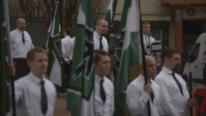 """Parollen för nazistiska Nordiska motståndsrörelsens demonstrationen var """"Kamp mot storfinans och folkförrädare""""."""