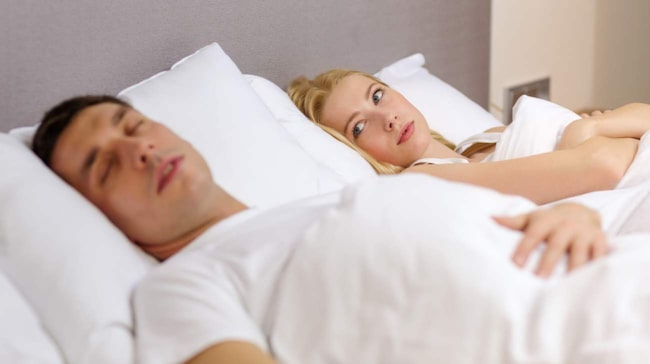 Har din partner andningsuppehåll när hen sover? Då är det viktigt att hen söker hjälp då detta kan leda till allvarliga hälsoproblem.