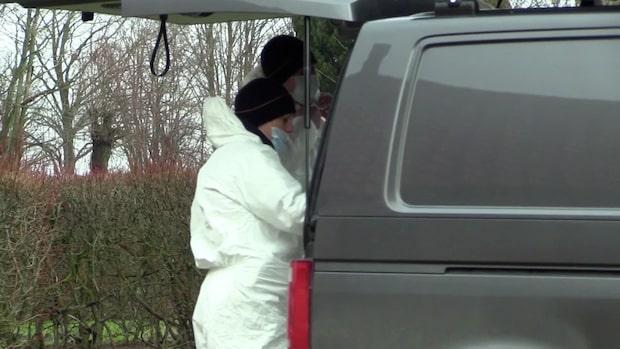 Man greps i stor insats efter brandmord i uthus