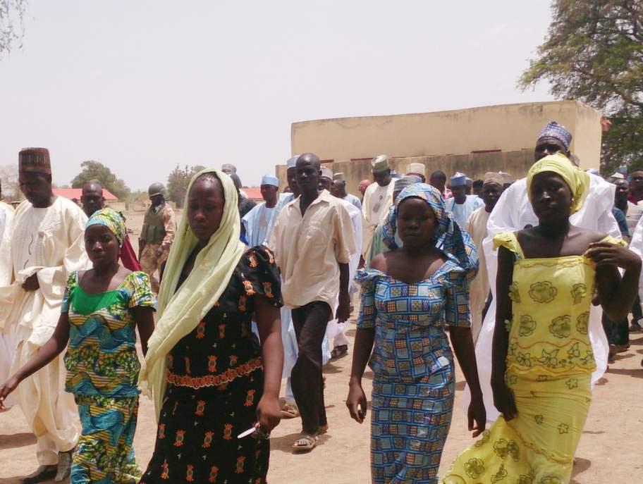 Fyra av de elever som på egen hand undflydde kidnapparna i Chibok. Foto: Haruna Umar