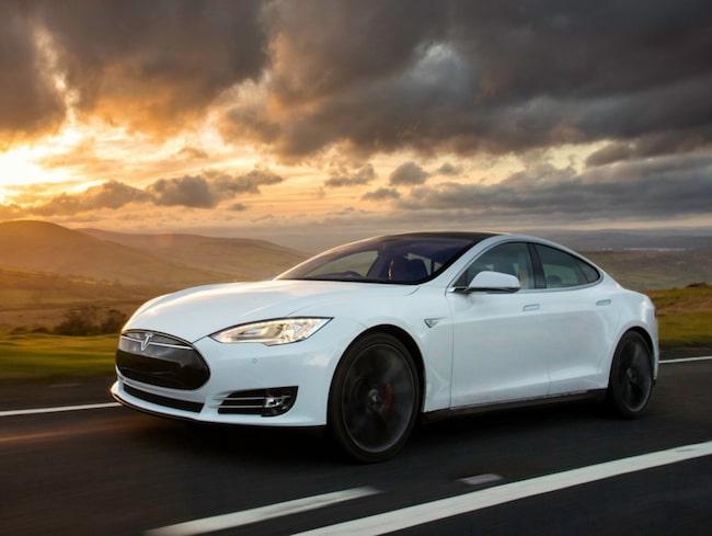Tesla är en av tillverkarna som satsar stort på självkörande bilar.