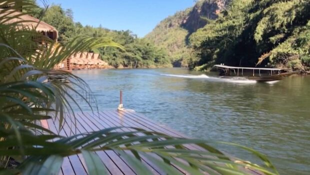 Ta på en flytväst och flyt i väg längs River Kwai