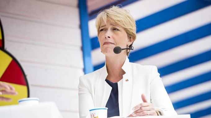 Socialförsäkringsminister Annika Strandhäll hoppas att de förenklade reglerna ska locka fler att föra över premiepensionen till partnern som haft lägre inkomst. Foto: CHRISTIAN ÖRNBERG