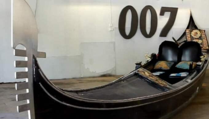 My name is Bond, James Bond. Gunnar James Bond Schäfer har fått ett nytillskott på sitt agentmuseum – en tvättäkta gondol från Venedig.