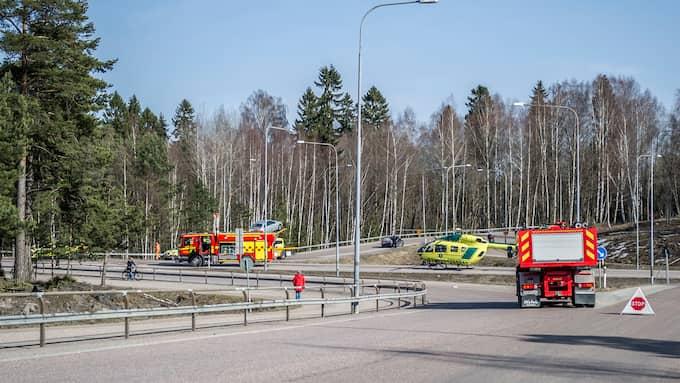 En lastbil har krockat med en personbil vid Åsbron i Avesta centrum, det skriver polisen. Foto: Niklas Hagman