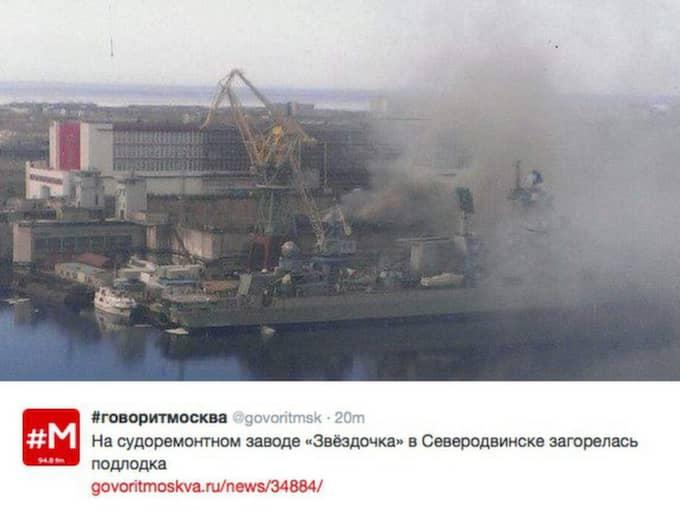 Branden på ubåten uppges ha en brandhärd på 20 kvadratmeter och ska ha uppstått i samband med svetsningsarbeten.