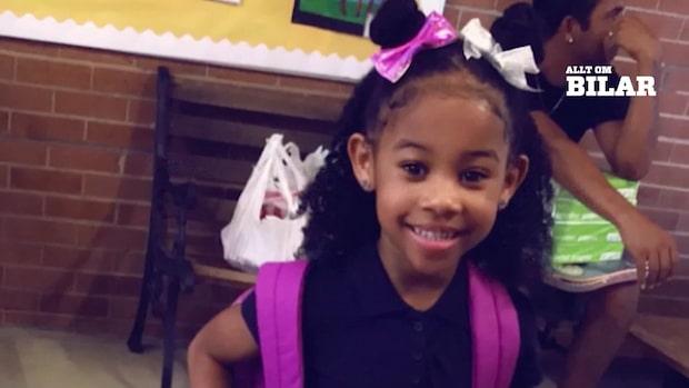 Femåriga flickan nästan påkörd när hon steg av skolbussen