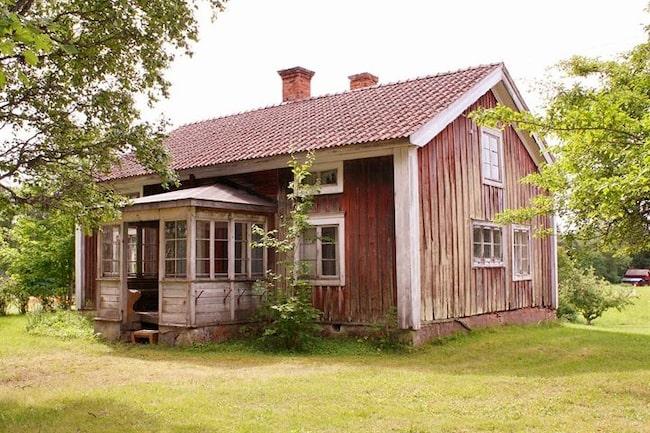 Nu finns en kulturhistoriskt värdefull och unik klockargård till salu i Dalarna.