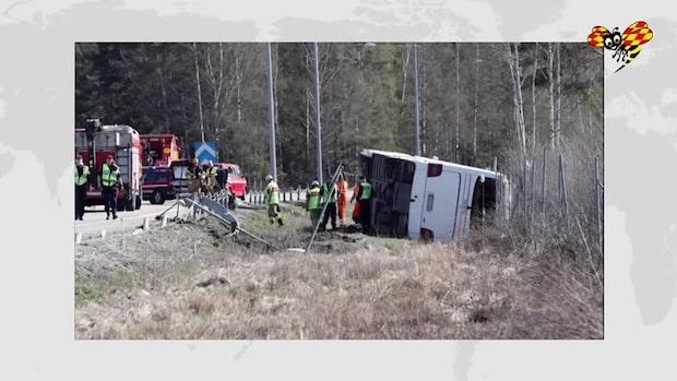 """Flera skadade i busskrasch: """"Har tippat och ligger helt på sidan"""""""