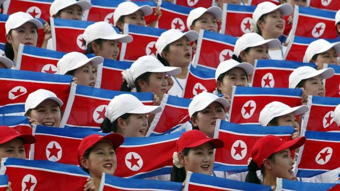 """2003 var Nordkoreas """"armé av skönheter"""" med till Daegu i Sydkorea. Foto: LEE JIN-MAN / AP/ TT"""