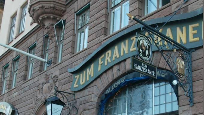 Här, vid ett bord på restaurang Zum Franziskaner i Stockholm, påstod Christer Pettersson att han sköt Olof Palme – och berättade hur det ska ha gått till. Foto: Mikael Sjöberg