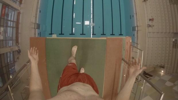 Se filmen när Axel själv provade hoppa från 10 meter