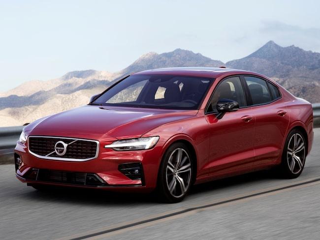 Volvo S/V60 är en av tre bilar som kan bli vinnare i den globala tävlingen för Årets bil.