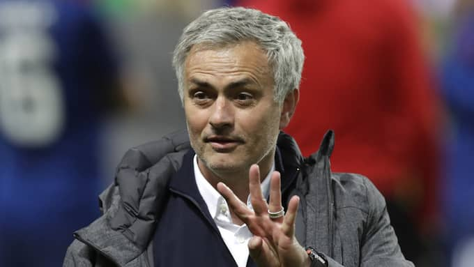 Men enligt José Mourinho är det inte uteslutet att svensken skriver på ett nytt kontrakt med klubben. Foto: MICHAEL SOHN / AP TT NYHETSBYRÅN