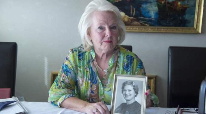 . Bara två dagar efter att de hade varit ute och handlat kläder hittades René Stafs mamma Rut Nolahn, 90, död på golvet i sin lägenhet. Nu, två veckor senare har René fortfarande inte fått veta hur det gick till. Foto: privat