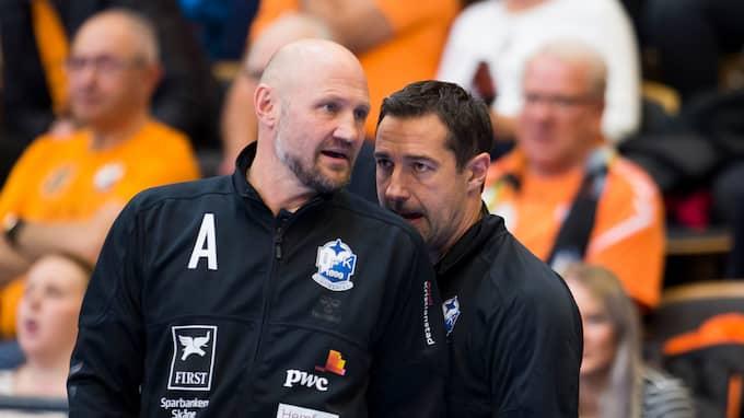 IFK Kristianstads kommandobrygga: Tränaren Ola Lindgren och sportchefen Jesper Larsson. Foto: AVDO BILKANOVIC / BILDBYRÅN
