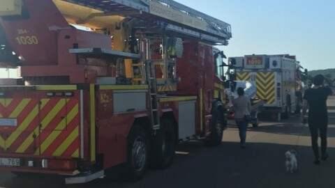 Räddningstjänsten är på plats. Foto: Lotta Svahn
