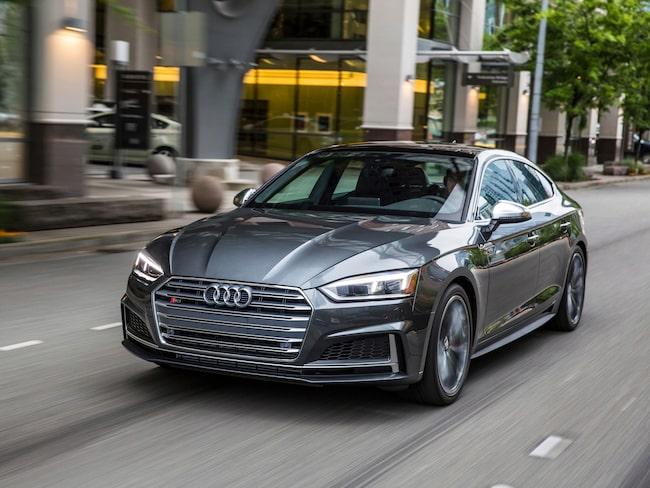 Enligt interna siffror, som tyska Bild am Sonntag tagit del av, sålde biltillverkaren 10,7 miljoner bilar under fjolåret.