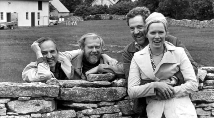 BERGMANS ARV. Här på Fårö skapade Ingmar Bergman en lång rad av sina filmer. På bilden syns Ingmar Bergman med fotografen Sven Nyqvist samt skådespelarna Erland Josephson och Liv Ullmann. Foto: Gunnar Lantz/Scanpix